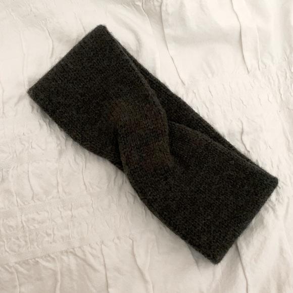 Aritzia Snow Bunny Knit Headband in Charcoal Grey